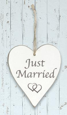 Wooden Heart Whitewash 9cm x 11cm Just Married 1pc - Accessories